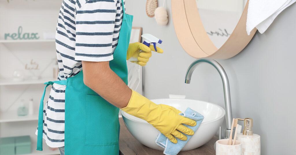Come pulire il bagno in modo efficace e naturale